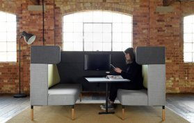 FourUs Booth - Softseating-Kabine mit Besprechungstisch im Open Space